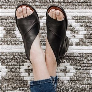 Free people Monte Blanc Black distressed Sandal 39